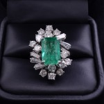 18K EMERALD AND DIAMOND COCKTAIL RING