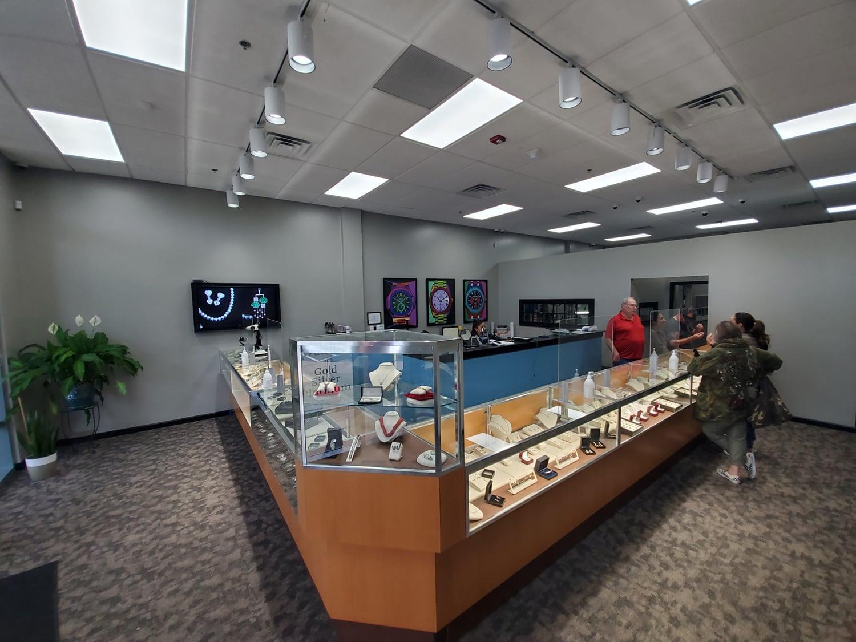 Loudoun Jewelry store display